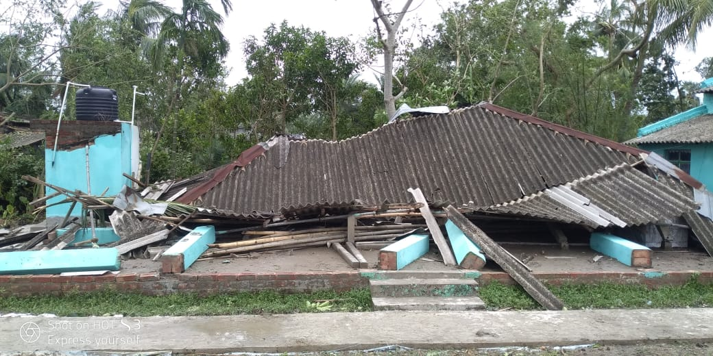 Hele huset er brudt sammen i Basanti